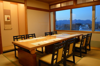 ◆和室のイス・テーブル個室 8名様迄 (上毛の山々が一望出来ます)
