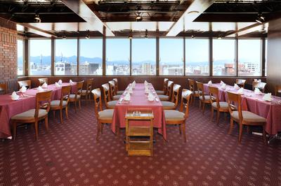 ◆昼間の風景【昼間の貸切プランご予約承り中!!】 写真は30名着席の場合のテーブルプランになっています。