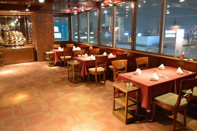 ◆4名掛けテーブル席×3席(店内左窓側) 最大36名様まで着席可能です。
