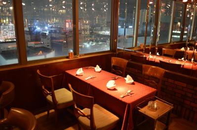 ◆4名掛けテーブル席(店内右窓側) カウンター席の後ろです。