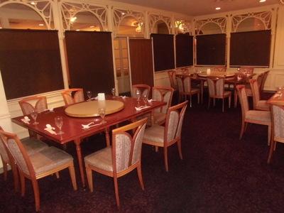 【オープン席】宴会時はロールカーテンで半個室に!