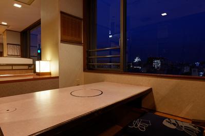 夜景を眺めながらお食事のできる小上がり席です。 ご接待、デートにおすすめです。