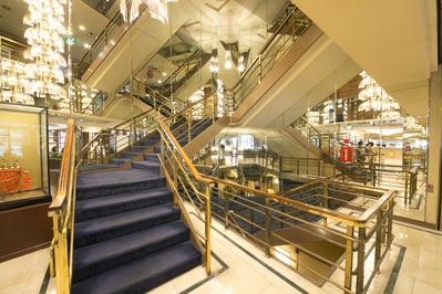 レストランキャンドルは ホテル二階にございます! 階段又はエレベーターをご利用ください♪