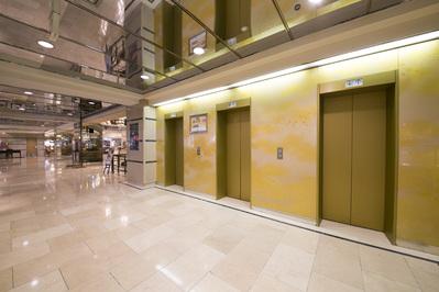 キャンドルはエレベーターで二階に ございます。