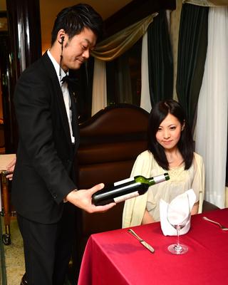 天守閣ウエストサイド お客様の好みに合わせて、お料理とお飲み物をアレンジいたします。