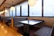 桜島が一望できる窓側テーブル席