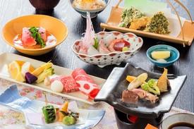 「お昼の会席」 季節の食材を織り込んだ会席料理。 ちょっとした贅沢にご利用ください。