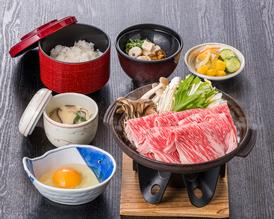 【お造り天ぷらご膳】 お造りと天ぷらで旬の味覚を 味わえる御膳です。