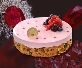 誕生宝石ケーキ 3.700円(税込) タルトフリュイ 2.400円(税込) カマンベールチーズケーキ 2.600円(税込)