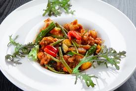 空心菜と鶏肉のサンバルソース炒め