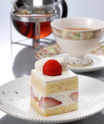 一番人気のケーキセット。 赤いぶどうのケーキが選べます♪ 1,300円(税込)