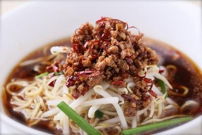 「台湾風タンタン麺」 ミンチ肉と唐辛子の入った辛い拉麺。 チャイナテーブル自慢の1品です。