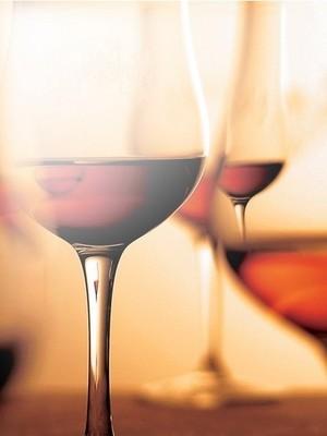 気軽に楽しめるグラスワインから、本格的なヴィンテージワインまで、幅広く取り揃えております。