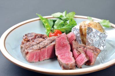 ◆看板メニュー ステーキ(フィレ肉) 誇りをかけて丹念に仕上げます。