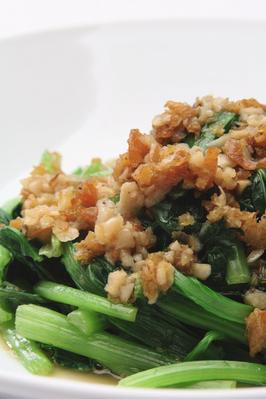■台湾風青菜炒め■ 強火でサッと炒めたプロの味。干し海老とニンニクで味を引き立てます。