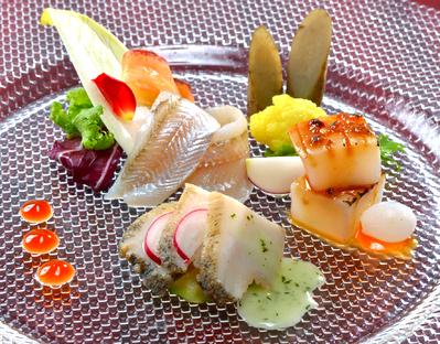 見た目にも鮮やかなお料理の数々 宴席を彩る技巧を凝らしたお料理を 提供致します
